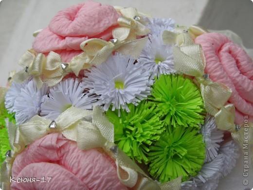 Здравствуйте, жители страны мастеров. в июне 2011 года выходила замуж моя младшая сестренка. Этот свадебный букетик был сделан по этому поводу.   фото 4