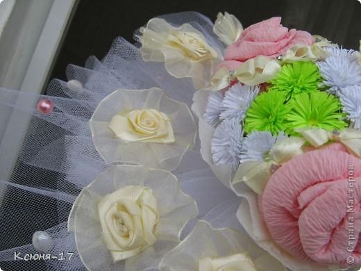 Здравствуйте, жители страны мастеров. в июне 2011 года выходила замуж моя младшая сестренка. Этот свадебный букетик был сделан по этому поводу.   фото 6
