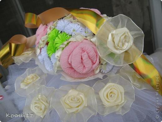 Здравствуйте, жители страны мастеров. в июне 2011 года выходила замуж моя младшая сестренка. Этот свадебный букетик был сделан по этому поводу.   фото 7