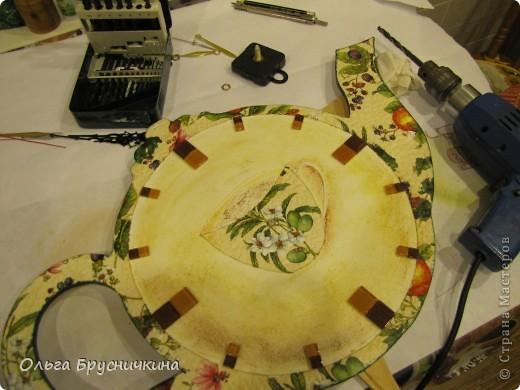 Часы делала на кухню для родителей. фото 18
