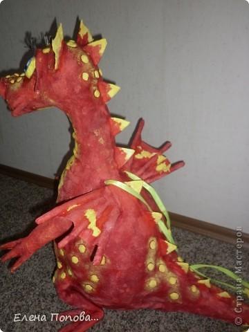 Здравствуйте, дорогие мастерицы. Вот такая дракоша у меня вылупилась. Делала ее на новогоднюю городскую елку. Спасибо огромнейшее чудо-мастерице Светлане. https://stranamasterov.ru/node/200592?c=favorite . фото 4