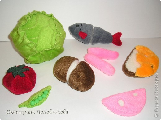 Сшила дочке продукты для игры. Картошку и рыбу можно разрезать на две части, они держатся на липучке. фото 1