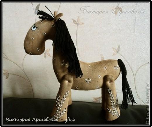 Кофейная лошадка родилась 23 апреля 2010 года. рост 20 см. фото 2