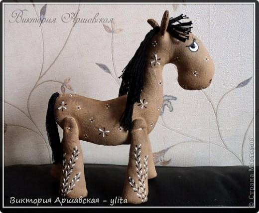 Кофейная лошадка родилась 23 апреля 2010 года. рост 20 см. фото 1