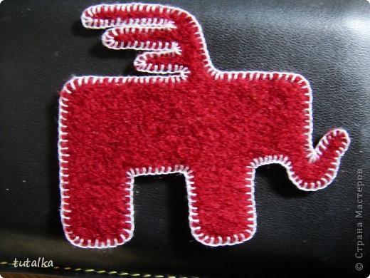 а этот слоник обшит белой нитью!вам какой больше нравится?мааааленький такой,всего 4,5 см;) фото 1