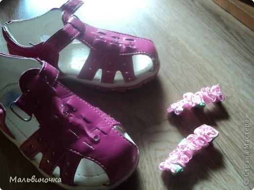 Наверно многие мамы встречались с проблемой,когда от детской обуви отрываются украшения.Вот и нас постигла такая беда,я нашла такой выход,хочу предложить и вам дорогие мамочки,бабушки,надеюсь кому-нибудь пригодится! фото 9