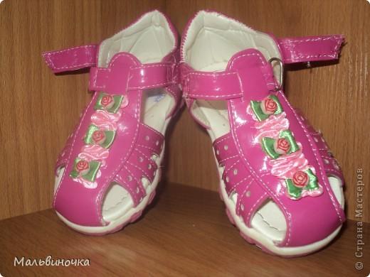 Наверно многие мамы встречались с проблемой,когда от детской обуви отрываются украшения.Вот и нас постигла такая беда,я нашла такой выход,хочу предложить и вам дорогие мамочки,бабушки,надеюсь кому-нибудь пригодится! фото 1