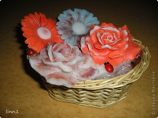 Вот такие розы и герберы цветут в моем сердце. Состав: мылная основа, масло шиповника, глицирин, витамины А, Е, отдушка  -роза фото 5