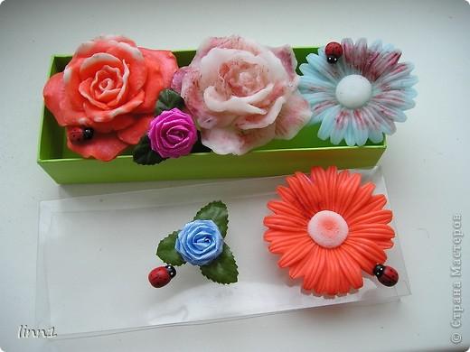 Вот такие розы и герберы цветут в моем сердце. Состав: мылная основа, масло шиповника, глицирин, витамины А, Е, отдушка  -роза фото 1