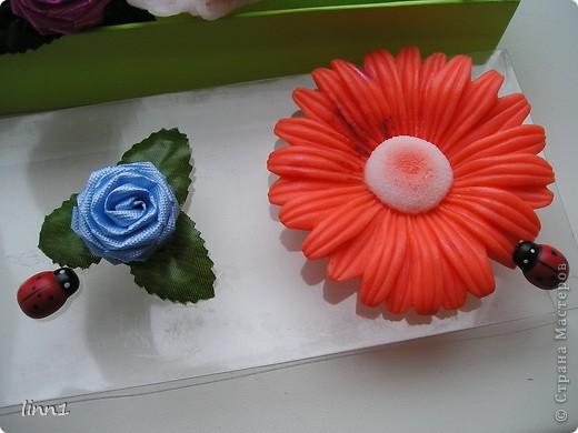 Вот такие розы и герберы цветут в моем сердце. Состав: мылная основа, масло шиповника, глицирин, витамины А, Е, отдушка  -роза фото 2