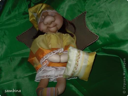 Вот и я решила себя попробовать в сотворении кукол))) Как раз знакомство мое с сайтом с кукол Ликмы и началось. Это моя 4 кукла, вижу что пока не очень))) То крылья большие, то наоборот маленькие, то нос огромный))) Но если честно, девочки, никогда раньше я не шила, ни лепила, ни чем подобным и не занималась, только спорт и работа))) Потому уж простите мне мои оплошности в работе, ибо я только учусь)))) Потому как имею большое желание делать что-то своими руками, и получаю от этого огромное удовольствие))) фото 2