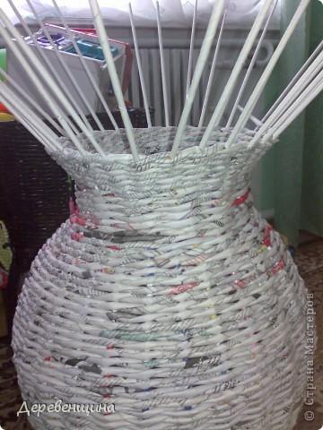 Приходила подруга двадцать пятый  раз  и опять умоляла сделать ей вазу. С целью заработать  кофе и конфеты в будущем  я решила исполнить её желание. Заодно и вам МК подброшу. Итак, приготовились. Надо разные типы трубочек. Но, по порядку. фото 15
