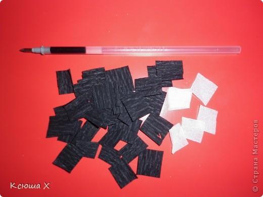 Материалы для работы: гофрированная бумага желтого, белого, зеленого и черного цвета, клей ПВА, ножницы, двусторонняя зеленая бумага, шаблоны для серединки подсолнуха и листа, картон  фото 6