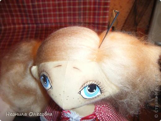 Доброго всем дня, вечера, ночи... Вот решила рассказать, как я делаю своих тыквоголовок... Может кому и пригодится. Итак, сшиты куклы из бязи, тонированы кофе+корица+ваниль+ПВА. Покрашены акриловыми красками. Волосы шерсть для валяния. Одежда хлопок, кружева, атласные ленты. Милый друг в этой ситуации - мишка, сшит также из бязи, тонирован, покрашен акрилом, использовала пуговицы для крепление лапок. фото 36