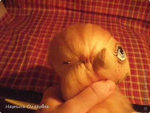 Доброго всем дня, вечера, ночи... Вот решила рассказать, как я делаю своих тыквоголовок... Может кому и пригодится. Итак, сшиты куклы из бязи, тонированы кофе+корица+ваниль+ПВА. Покрашены акриловыми красками. Волосы шерсть для валяния. Одежда хлопок, кружева, атласные ленты. Милый друг в этой ситуации - мишка, сшит также из бязи, тонирован, покрашен акрилом, использовала пуговицы для крепление лапок. фото 37