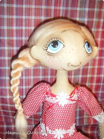 Доброго всем дня, вечера, ночи... Вот решила рассказать, как я делаю своих тыквоголовок... Может кому и пригодится. Итак, сшиты куклы из бязи, тонированы кофе+корица+ваниль+ПВА. Покрашены акриловыми красками. Волосы шерсть для валяния. Одежда хлопок, кружева, атласные ленты. Милый друг в этой ситуации - мишка, сшит также из бязи, тонирован, покрашен акрилом, использовала пуговицы для крепление лапок. фото 40