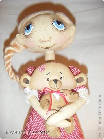 Доброго всем дня, вечера, ночи... Вот решила рассказать, как я делаю своих тыквоголовок... Может кому и пригодится. Итак, сшиты куклы из бязи, тонированы кофе+корица+ваниль+ПВА. Покрашены акриловыми красками. Волосы шерсть для валяния. Одежда хлопок, кружева, атласные ленты. Милый друг в этой ситуации - мишка, сшит также из бязи, тонирован, покрашен акрилом, использовала пуговицы для крепление лапок. фото 61
