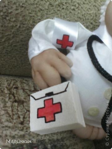Добрый доктор Айболит,  В новый год нам всем велит! Не болеть и не хворать, Витамины принимать! фото 2