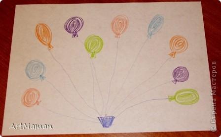 """Нашла в инете книжку с заданиями для развития ручки малыша. Некоторые идеи (самые простые, на мой взгляд) взяла за основу, чуть-чуть переиначила и вот что у нас с дочкой (ей 2,3) получилось.  Кстати, помимо очевидной пользы, прелесть еще и в том, что такие задания не нужно заранее готовить. Я их рисовала в процессе нашего занятия и в том количестве, в каком дочь хотела. А хотела она много...  """"Соединяем клубочки"""". Можно соединять цветочки, машинки, да вообще что угодно, но моя дочь почему-то захотела клубочки...  Я рисовала клубочки (все сразу), а потом дочь выбирала карандаши и соединяла клубки одного цвета. Получилось у нее не сразу, но все равно очень понравилось. Мы соединяли клубочки раз 5 или 6... Это одна из финальных работ. фото 4"""