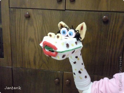 В этом году я продолжила учиться создавать кукол.На первом же занятии у меня получился вот такой почти жираф. Кукла одевается на руку... фото 1