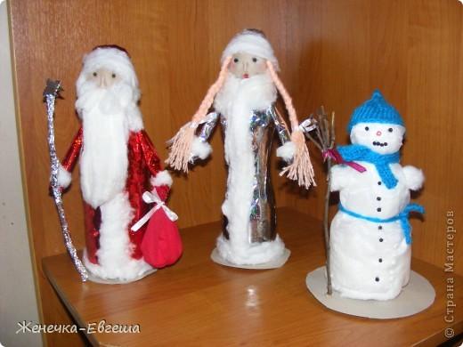 Вот и приближаются Новогодние праздники, по этому поводу в садик и школу детям нужно делать поделки для украшения кабинета и группы. Было решено сделать по Новогоднему набору. фото 10