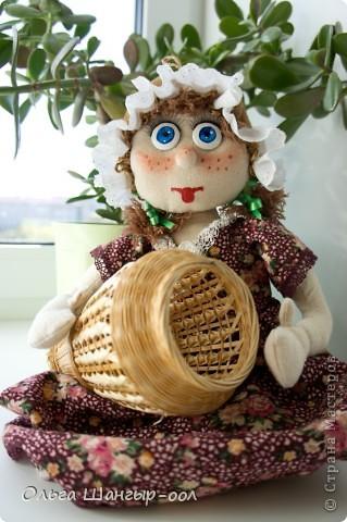 Вот и моя куклёша, шила в подарок сестре.   Кукла-пакетница.  фото 1