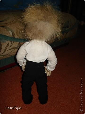 С почином( это первая заказная кукла), все предыдущие просто раздаривала. Заказчик попался капризный: захотел Леприкона, нет - домового, но портретного, одетого в мешковину, нет - в комуфляж, нет - в джинсы и водолазку.... фото 4