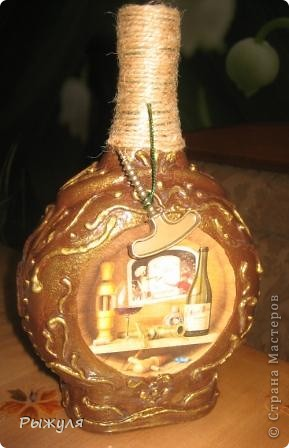 Теперь имитация чеканки на бутылке.  В другом цветовом решении. Распечатка, шпатлёвка, лак. фото 1