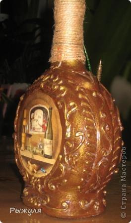 Теперь имитация чеканки на бутылке.  В другом цветовом решении. Распечатка, шпатлёвка, лак. фото 4