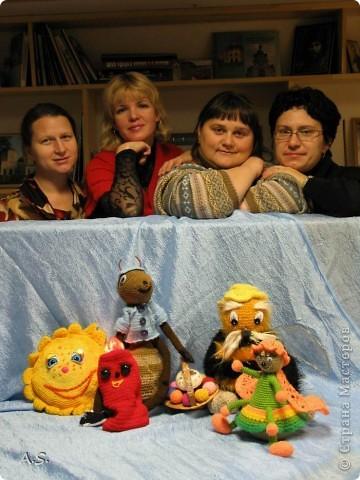 """На Пасху ставили спектакль """"Тёплая слезинка"""" для детей. И куклы и все декорации связаны крючком. Такие необычные декорации к спектаклю сделали мастерицы из нашего семейного клуба """"Ковчег"""" фото 12"""
