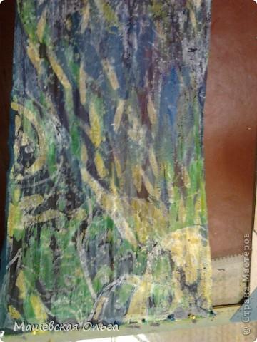 """Техника """"Горячий батик"""".  Изготовление Шарфика. Горячий батик — одна из разновидностей батика. Узор создается с помощью расплавленного воска или других подобных веществ. Окрасив ткань и сняв воск, мы получим белый или разноцветный рисунок на цветном фоне.  Холодный и горячий батик основаны на применении резервирующих составов, ограничивающих растекаемость краски по полотну.  В горячем батике разогретый резервирующий состав используется для нанесения контура, им же покрываются отдельные участки ткани для предохранения их от растекающейся краски. Благодаря тому, что контурные линии здесь не обязательны, в рисунке возможны мягкие переходы тонов. Соединение различных технических приемов нанесения резервирующего состава позволяет делать более тонкие и разнообразные разработки орнаментальных форм, в особенности цветочных.  Резервирующие составы для горячего батика:  Рецепт №1  Парафин 660 г  Вазелин технический 340 г  Рецепт №2  Парафин 500 г  Вазелин технический 250 г  Воск пчелиный 250 г В данной работе использован только парафин.Грели на плите в Жестяной кружке. Будьте ОСТОРОЖНЫ!!1 Парафиновые пары-Очень вредны! Открывайте форточку! фото 1"""