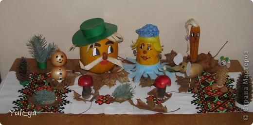 ...так прикрасила куточок для батьків у садочку на свято осені...