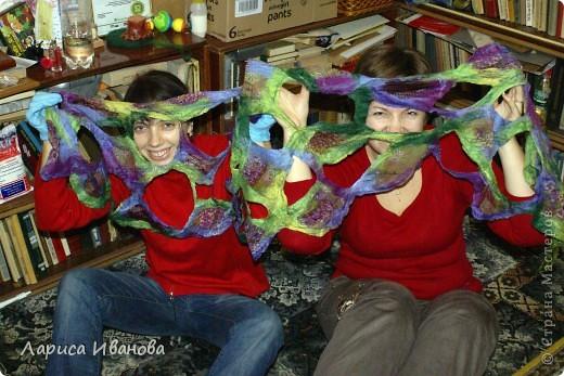Всем мастерицам - доброго времени суток! Хочу поделиться с вами радостью: у меня теперь есть замечательный шерстяной шарфик, который родился в руках (и ногах) моих и моей подруги Леночки (https://stranamasterov.ru/user/7907) фото 8