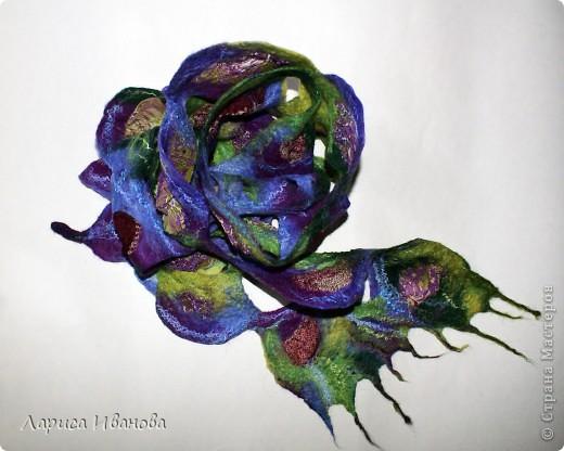 Всем мастерицам - доброго времени суток! Хочу поделиться с вами радостью: у меня теперь есть замечательный шерстяной шарфик, который родился в руках (и ногах) моих и моей подруги Леночки (https://stranamasterov.ru/user/7907) фото 1