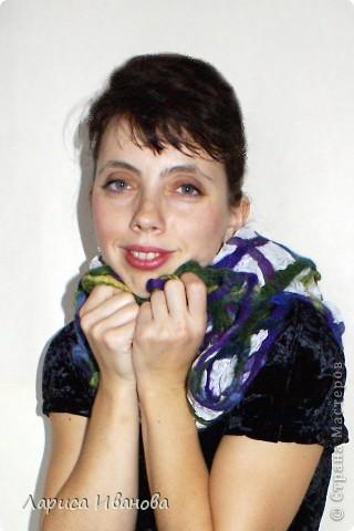 Всем мастерицам - доброго времени суток! Хочу поделиться с вами радостью: у меня теперь есть замечательный шерстяной шарфик, который родился в руках (и ногах) моих и моей подруги Леночки (https://stranamasterov.ru/user/7907) фото 17