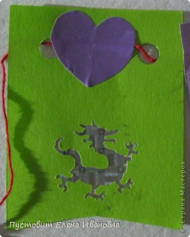 """С появлением фигурных компостеров появилась проблема-куда пристроить """"вырубку"""" :)))Вот попробовали сделать ёлочную гирлянду из флажков :))) фото 3"""
