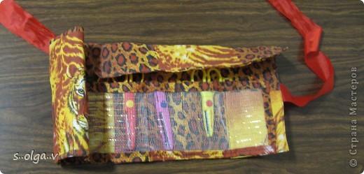 идея взята с http://knitly.com/5404. только от себя добавила  -- между слоями ткани вшила сетку, которую применяют флористы для букетов, чтобы было поплотнее. и из неё же сделала кармашки. 1 лишний специально вдруг еще прикуплю ножницы. в свернутом виде диаметр 9 см, высота 22 см.  Получился немного грубоват, но мне все  же очень нравится))) фото 3