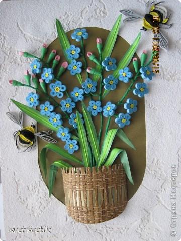 Эта картина сделана в подарок. Нежные незабудки и две прелестные пчелки фото 1