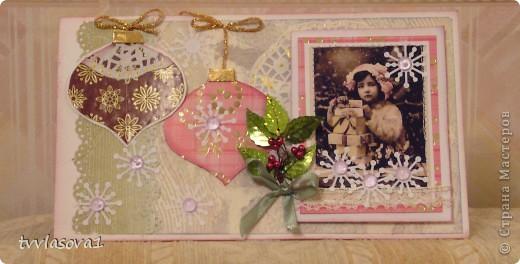 новогодняя открыточка в подарок. добавила блеска веточкой из  пайеток и маленьких бусин. фото 2