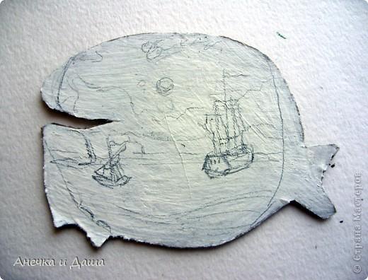 """Приветствую! Сидя дома, укутавшись в плед, я вспомнила о летних деньках...проведённых на берегу моря. Так и родилась эта серия! Помните я говорила о продолжении карточки """"Кит""""?Её можно увидеть здесь: https://stranamasterov.ru/node/241625 (фото№7) Только я решила немного её усовершенствовать, сделать картинку по-реальнее и добавить крючки с морскими узлами:) Серия рисовалась долго, извините за задержку!) фото 4"""