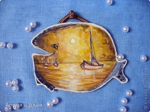 """Приветствую! Сидя дома, укутавшись в плед, я вспомнила о летних деньках...проведённых на берегу моря. Так и родилась эта серия! Помните я говорила о продолжении карточки """"Кит""""?Её можно увидеть здесь: https://stranamasterov.ru/node/241625 (фото№7) Только я решила немного её усовершенствовать, сделать картинку по-реальнее и добавить крючки с морскими узлами:) Серия рисовалась долго, извините за задержку!) фото 20"""
