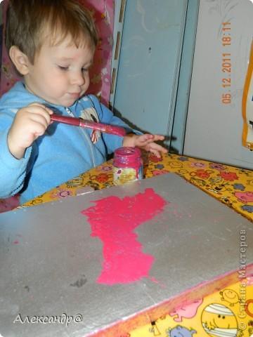 Обрабатываем и красим поверхность в тот чвет который вам нужно.даем высохнуть. берем краску разбавляем ее чтобы она была более жидкая(я брала воднодисперсионный лак)колеруем в тот же цвет только более темного оттенка,ну или в тот который захочется))) (мне нужен был контрастный цвет)  фото 2