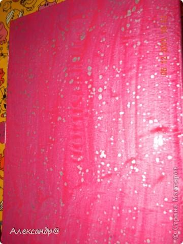 Обрабатываем и красим поверхность в тот чвет который вам нужно.даем высохнуть. берем краску разбавляем ее чтобы она была более жидкая(я брала воднодисперсионный лак)колеруем в тот же цвет только более темного оттенка,ну или в тот который захочется))) (мне нужен был контрастный цвет)  фото 3