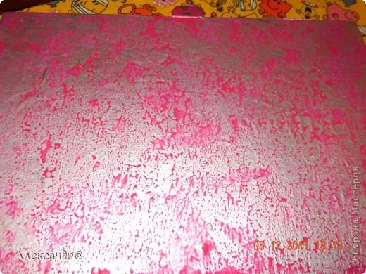 Обрабатываем и красим поверхность в тот чвет который вам нужно.даем высохнуть. берем краску разбавляем ее чтобы она была более жидкая(я брала воднодисперсионный лак)колеруем в тот же цвет только более темного оттенка,ну или в тот который захочется))) (мне нужен был контрастный цвет)  фото 5