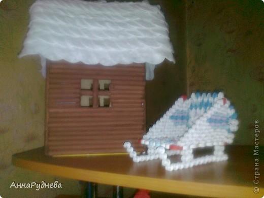 Домик и сани для Деда Мороза.