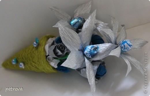 Заразилась я свит-дизайном.  Симпатичные маленькие подарочки получаются. Эта первая сладкая елка. Думаю будут еще и другие. Не критикуйте слишком строго, ну уж очень захотелось сделать это... фото 6