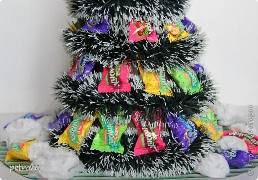Заразилась я свит-дизайном.  Симпатичные маленькие подарочки получаются. Эта первая сладкая елка. Думаю будут еще и другие. Не критикуйте слишком строго, ну уж очень захотелось сделать это... фото 2