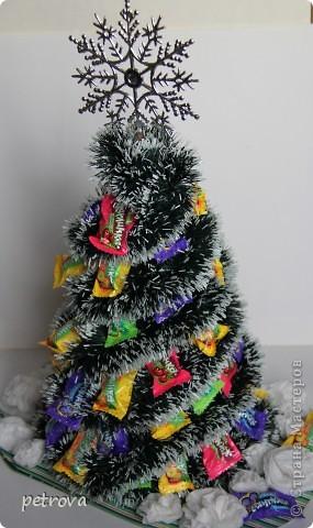 Заразилась я свит-дизайном.  Симпатичные маленькие подарочки получаются. Эта первая сладкая елка. Думаю будут еще и другие. Не критикуйте слишком строго, ну уж очень захотелось сделать это... фото 1