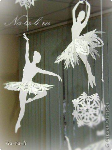 Снежинки - балеринки, новогоднее украшение, мобиль. Балеринки вращаются при любом движении воздуха, будто кружатся в танце!  фото 3