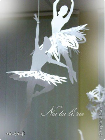 Снежинки - балеринки, новогоднее украшение, мобиль. Балеринки вращаются при любом движении воздуха, будто кружатся в танце! фото 1